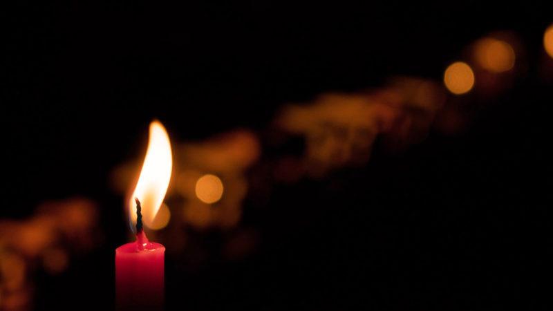 ljusmanifestation mot våld mot kvinnor